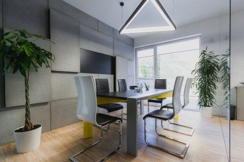Beton architektoniczny w biurze